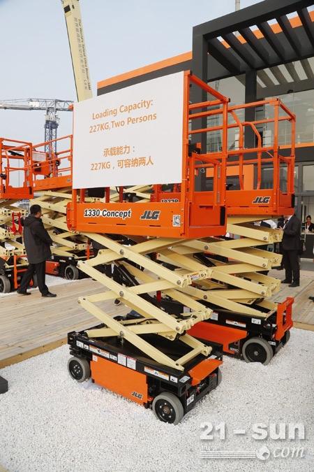 捷尔杰全新轻型电动剪式高空作业平台设备展出