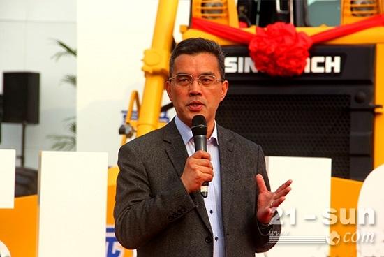 中国工程机械工业协会桩工机械分会秘书长黄志明发表讲话