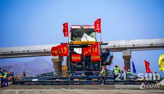 行业最智能的超大型摊铺机徐工RP1855的双胞兄弟RP1655在京藏高速表现出色
