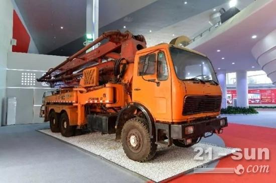 三一自主研发的第一台37米泵车,标志着中国泵车产品打破了外国垄断