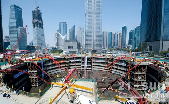 2O14年6月15曰,三一拖泵在上海中心大厦顺利完成620米超高层泵送,再次刷新世界记录