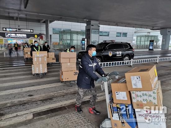 全球采购,共抗疫情!中联重科首批海外采购医疗防护物资运抵长沙