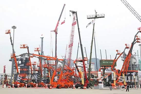 最高30.3米,载重454kg!鼎力全球发布7款家族式模块化电动臂式系列!