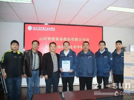 助开学复课,3000个自产口罩赠湖南机电职院