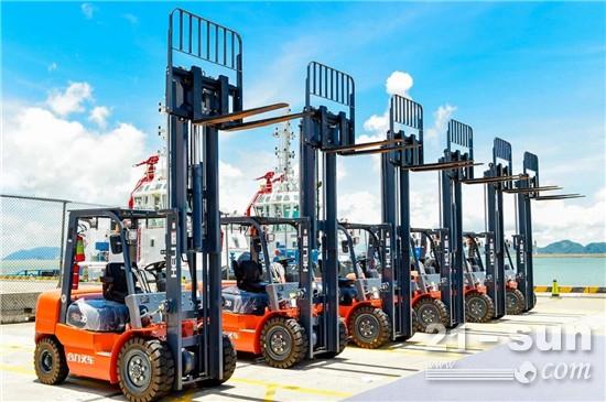 搭载玉柴增程器的合力堆高机交付珠海港