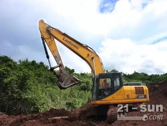 E系列代表产品:柳工922E挖掘机