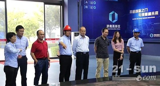 中国工程机械工业协会会长助理吴培国一行莅临临工重机参观交流