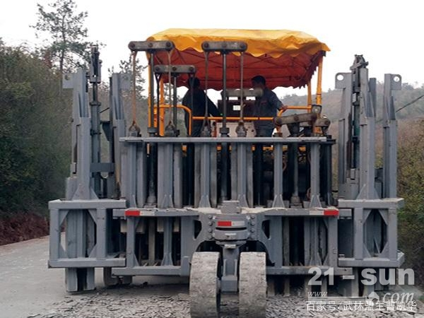 多锤头路面破碎机——路面碎石化前的处理事项