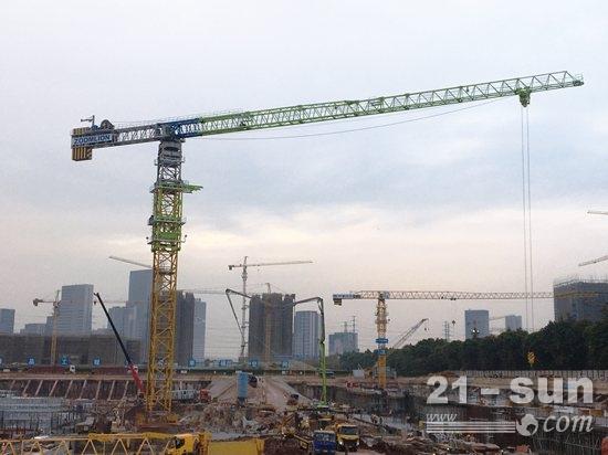 高德注册登录官网广州恒大足球场建设如火如荼 中联重科超大型塔机群加速助建