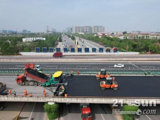 福格勒超级3000-3i超大宽度高效摊铺助力西安绕城高速提质工程