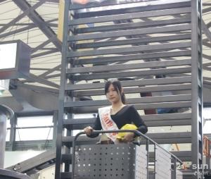 世邦机器展台的小姑娘