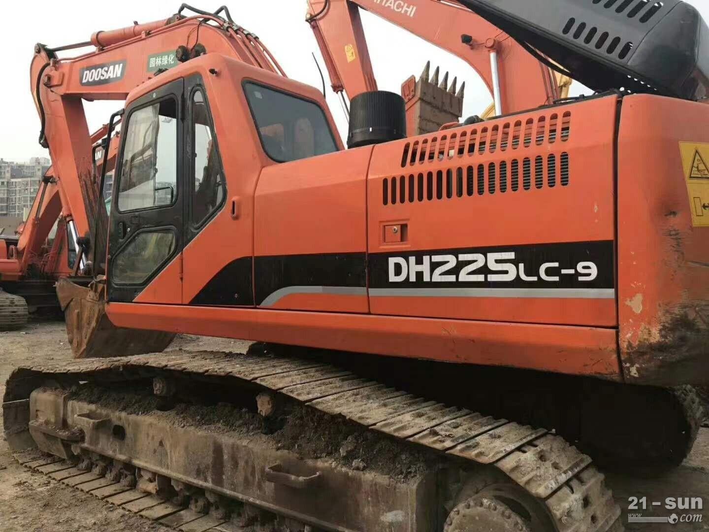 斗山顿贬225-9在线配资网挖掘机