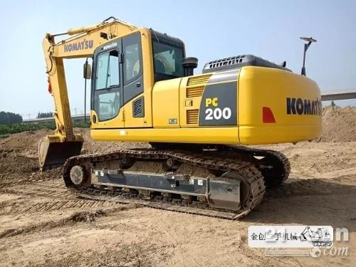 小松200/240/360在线配资网挖掘机