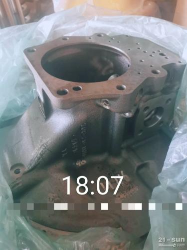 小松300-7后泵壳一个708-2G-04125