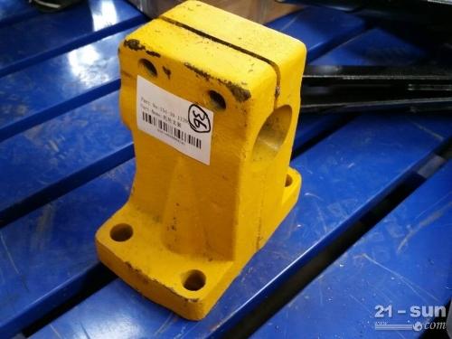 供应山推SD16推土机配件托轮支架154-30-11292