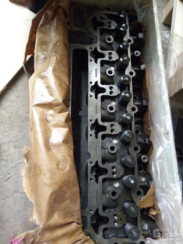 小松挖掘机PC300-7发动机汽缸盖 小松配件