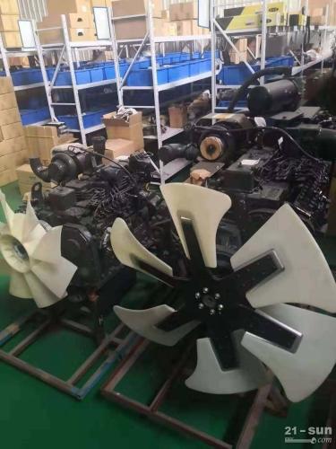 小松挖掘机PC360-7发动机 小松配件