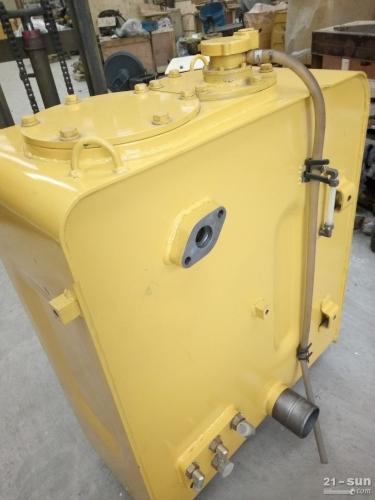 小松挖掘机PC270-7液压油箱 小松原装配件