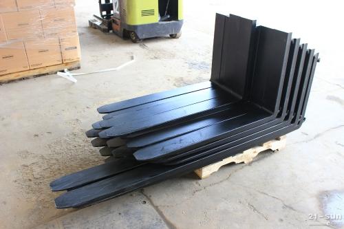 烟台保税区叉车配套食品饮料搬运载荷稳定器/纸品包装行业叉车抱夹