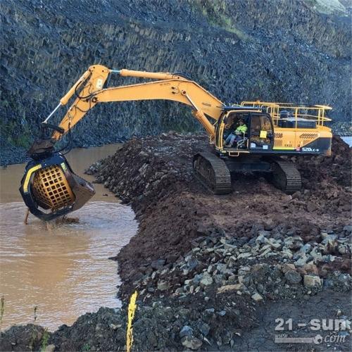 旋转挖掘机筛分斗表层土壤管道细土回填