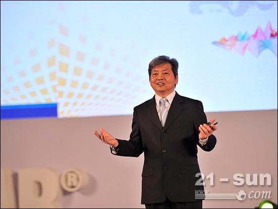 全球渠道、销售及市场营销总监温立成先生在大会上讲话
