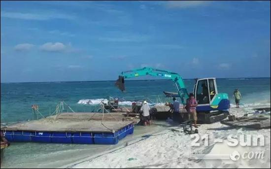 图为在中国西沙群岛作业的IHI挖掘机