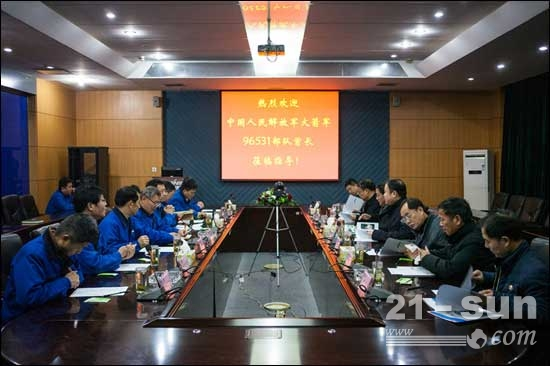 中国人民解放军火箭军某部队首长莅临山河智能
