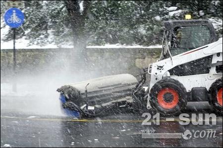 寒潮对抗赛 山猫除雪车完胜