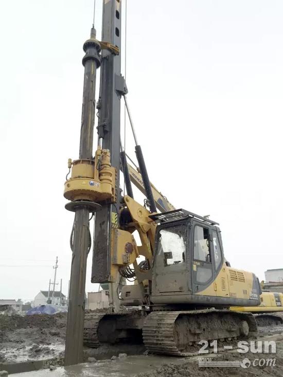 江苏泰信机械自主研制的kr80整体运输式全液压旋挖钻机,采用领先的图片