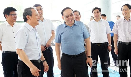 国家质检总局副局长梅克保赞誉徐工行业龙头风范