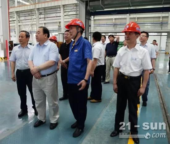 中国重汽集团董事长马纯济到徐工重卡考察交流