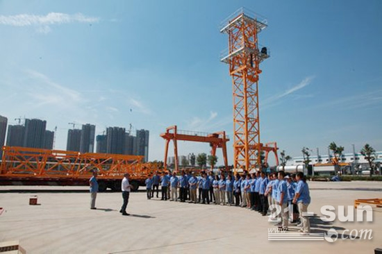 陜建機械首臺STC7020平頭塔機發運市場