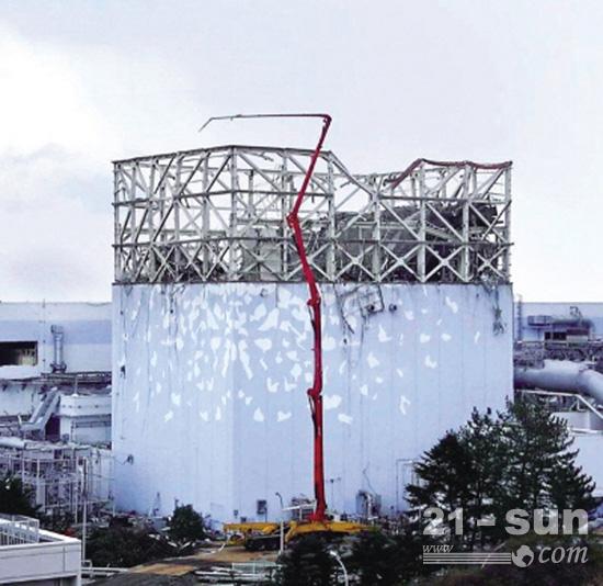 2011年,三一62米泵车在日本福岛救援现场,给核反应堆注水降温。