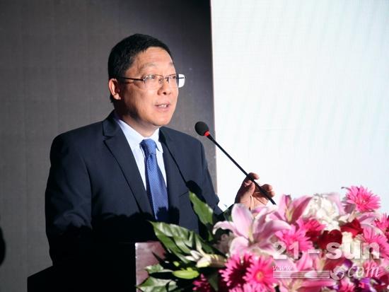 安徽合力总工程师马庆丰介绍新产品