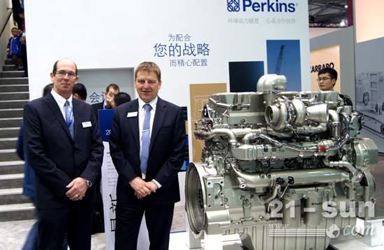 Perkins售后产品经理白毅恩(左)与市场拓展经理李骜华