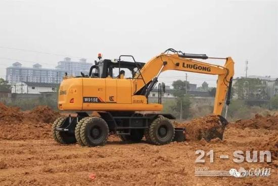 柳工首款轮式挖掘机
