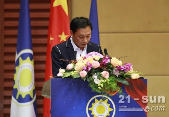 王江鹏书记做协会党支部年度工作报告