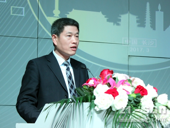 中联重科路面机械总经理李庆致辞