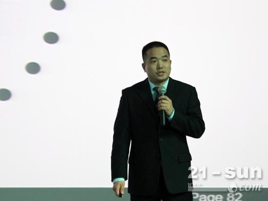 中联重科路面公司服务经理罗永杰介绍服务模式变革