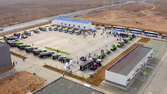 中联重科新一代智能型环境环卫装备整齐排列