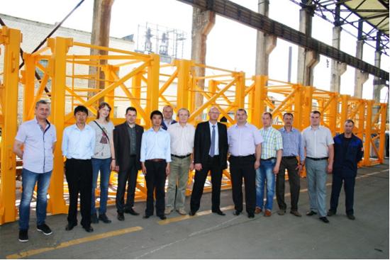 中联重科与白俄当地企业合作的首批塔机标准节完成验收
