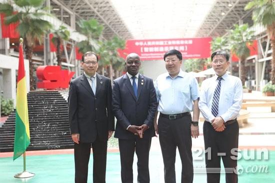 几内亚比绍总统若泽·马里奥·瓦斯专程来湘考察访问