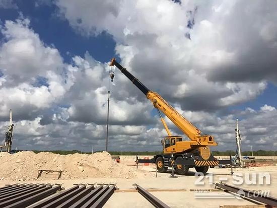 徐工RT55U越野起重机在墨西哥Modelo啤酒厂施工
