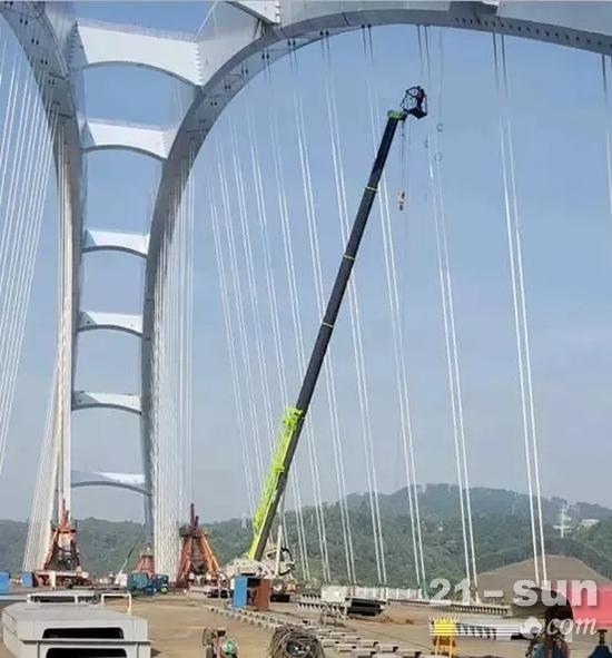 利用高空设备对吊索进行全面检查
