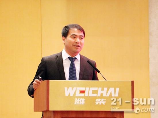 潍柴工程机械动力销售公司总经理韩保辉发言