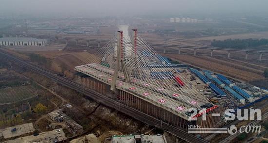 河北省唐山市二环路项目津山铁路斜拉桥成功转体