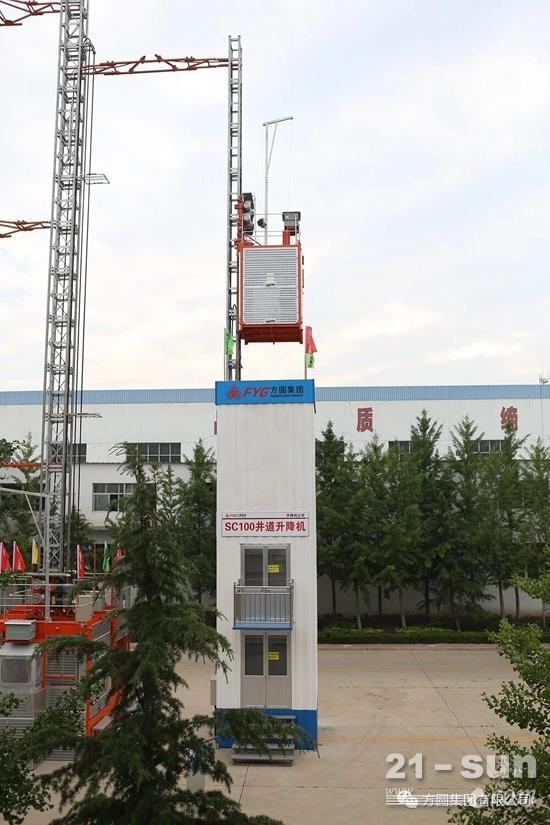 方圆集团专用车辆设备厂突击生产三驱变频施工升降机