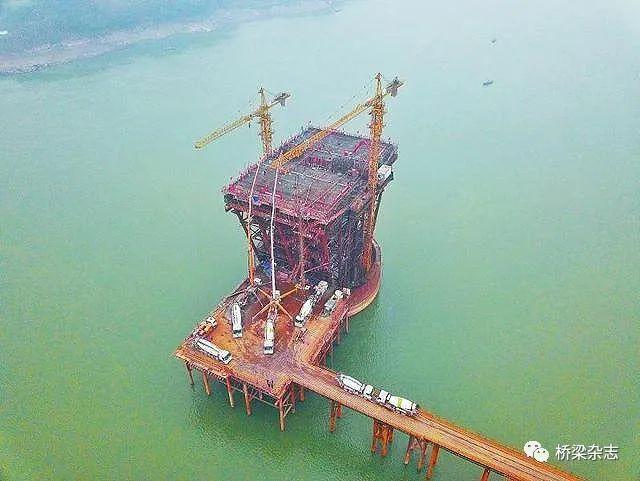 泸州长江六桥进入上部结构施工阶段、青龙洲大桥开始沥青摊铺、银昆线陕西段天台山特长隧道贯通……这些是今天桥梁界的大事