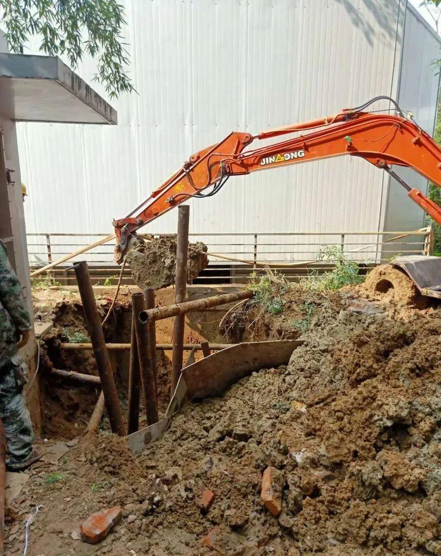 四年买8台晋工轮挖,培养了20多个老板,跟老郭开挖机的人都发了