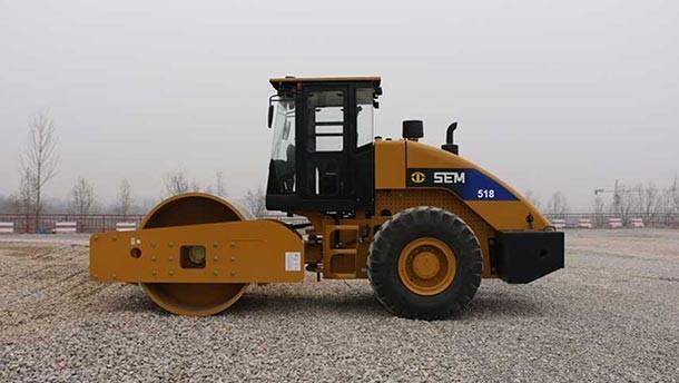 山工SEM518 压路机